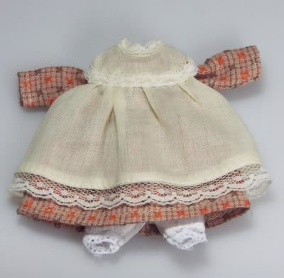 Teenager Dolls Dress and Apron, Dolls House Miniature (XZ822)