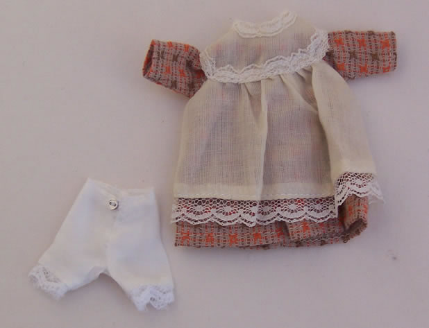 Child's Dress with Apron, Dolls House Miniature (XZ948)