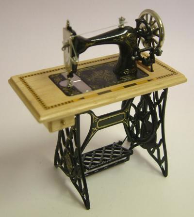 Dolls House Miniature Pine Treadle Sewing Machine (XY201P)