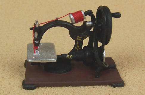 Dolls House Miniature Antique Sewing Machine (XY212)