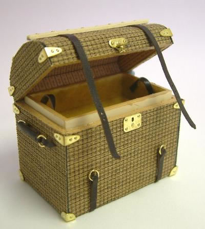 Dolls House Miniature Luggage Round Topped Trunk (XZ009)