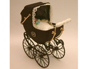 Antique Pram in Black, Dolls House Miniature (XZ101)