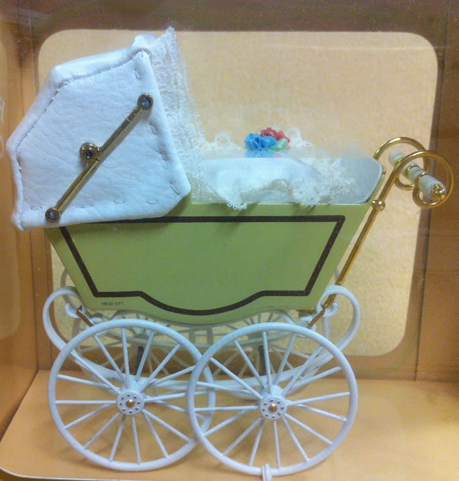 Antique Pram in Cream & White, Dolls House Miniature (XZ117)