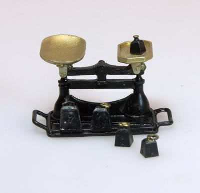 Shop Scales & Weights, Dolls House Miniature (XZ267)