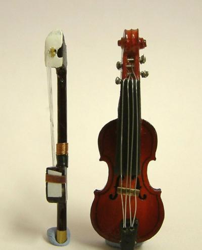 Dolls House Miniature Violin (XZ300)