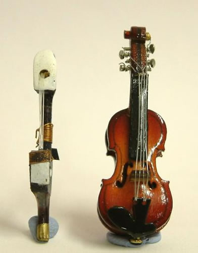 Dolls House Miniature Violin (XZ301)
