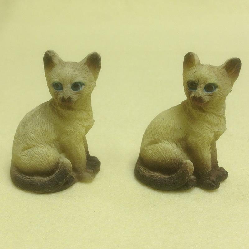 Dolls House Miniature Set of 2 Cats (XZ571)