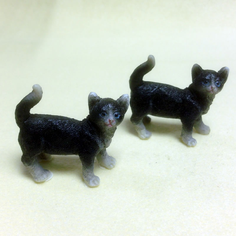 Dolls House Miniature Set of 2 Cats (XZ572)