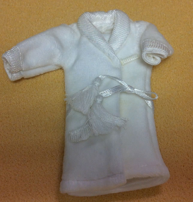 Mens White Dressing Gown, Dolls House Miniature (XZ917-W)