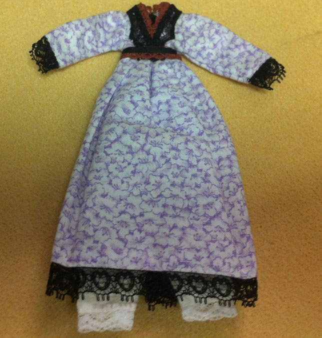 Ladies Dress, Dolls House Miniature (XZ974)