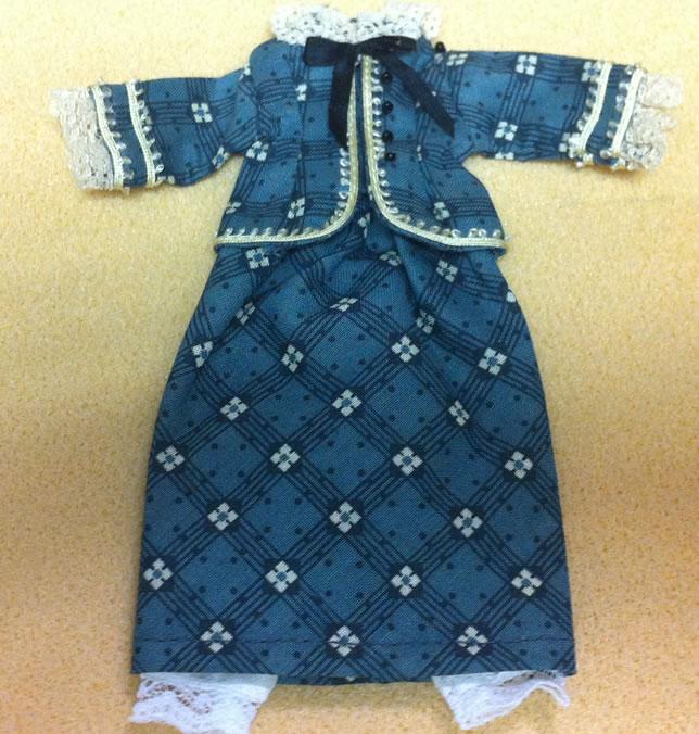 Ladies Skirt & Top, Dolls House Miniature (XZ975)