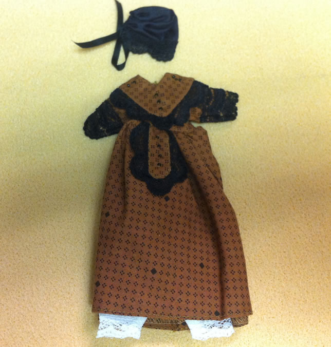 Ladies Dress, Dolls House Miniature (XZ977)
