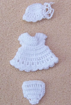 Babies Outfit- White, Dolls House Miniature (XZ854)