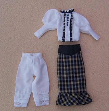 Ladies Skirt & Top, Dolls House Miniature (XZ971)