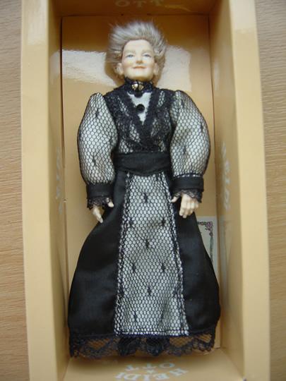 Old Lady in a Black & Grey Dress (X090)