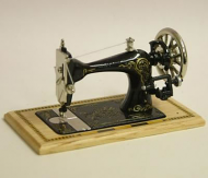 Dolls House Miniature Pine Table Sewing Machine (XY200P)